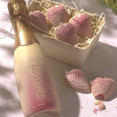 Prosecco und Erdbeeren aus Schokolade
