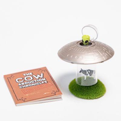 UFO Kuh-Entführung mit Buch