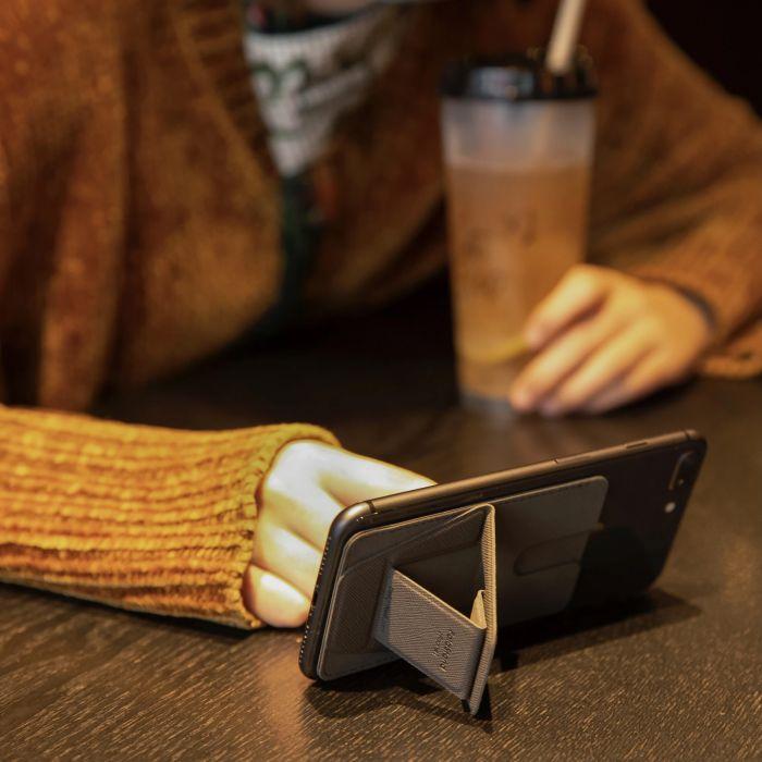 Smartphone-Halter mit Kartenfach