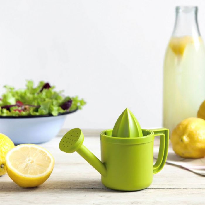 lemon squeezer in the form of a watering can