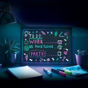 Schreibtafel mit Neon-Effekt