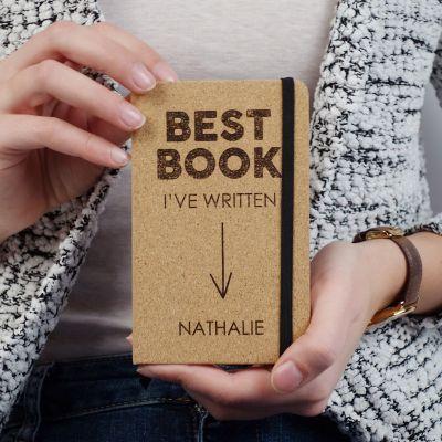 Geschenke für Frauen - Personalisierbares Kork Notizbuch - Best Book