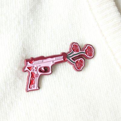 Accessoires - Pistole mit Blumen Anstecknadel