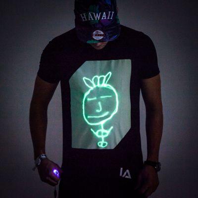 Geburtstagsgeschenk für Freund - Interaktives Glow T-Shirt