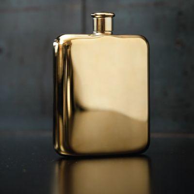 An der Bar - Goldener Flachmann