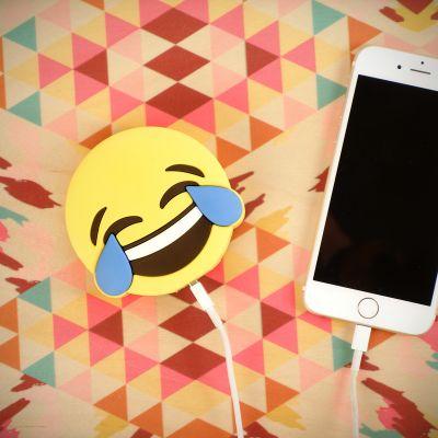 Gadgets - Emoji Freudentränen Ladegerät für Smartphones