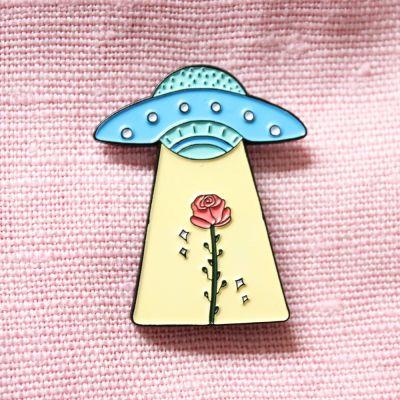 Accessoires - UFO mit Rose Anstecknadel