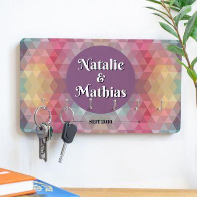 Exklusive Geschenke aus Holz - Personalisierbares Schlüsselbrett mit farbigem Hintergrund