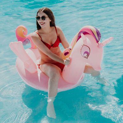 Draussen - Rosa Einhorn Schwimmliege mit Glitzer