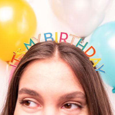 Kleidung & Accessoires - Geburtstags-Kopfschmuck in Regenbogenfarben