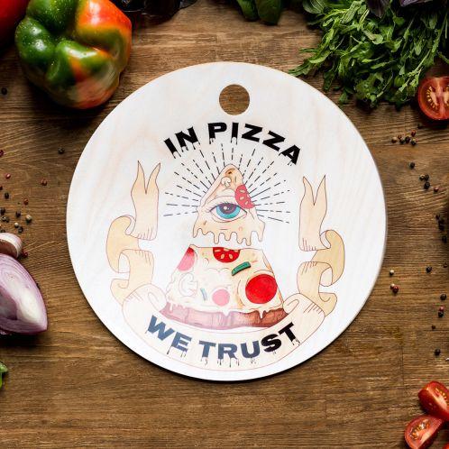 In Pizza We Trust Schneidebrett